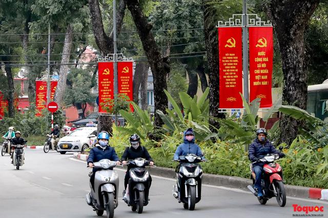 Đường phố Hà Nội trang trí rực rỡ chào mừng Đại hội đại biểu toàn quốc lần thứ XIII của Đảng - Ảnh 7.