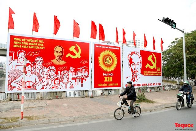 Đường phố Hà Nội trang trí rực rỡ chào mừng Đại hội đại biểu toàn quốc lần thứ XIII của Đảng - Ảnh 11.