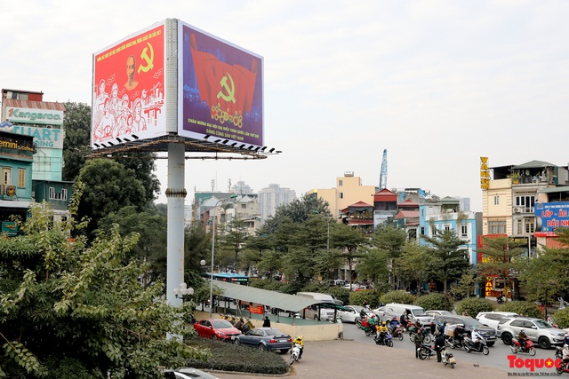 Đường phố Hà Nội trang trí rực rỡ chào mừng Đại hội đại biểu toàn quốc lần thứ XIII của Đảng - Ảnh 12.