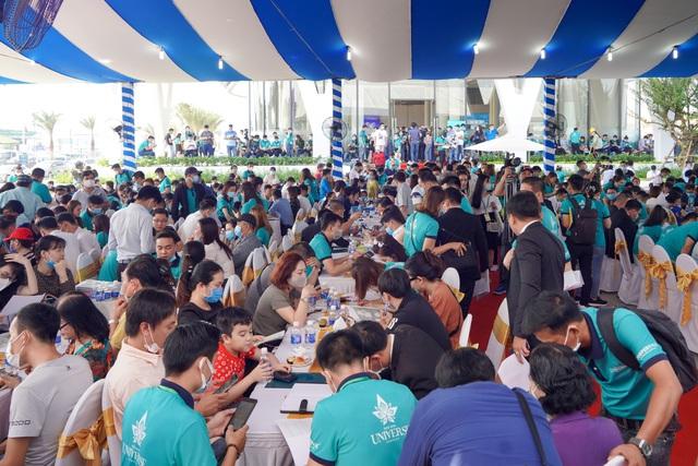 Hơn 1.000 khách hàng tham gia sự kiện khai trương Phòng Kinh doanh và căn hộ mẫu Bien Hoa Universe Complex - Ảnh 1.
