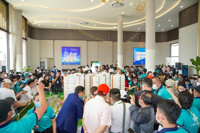 Hơn 1.000 khách hàng tham gia sự kiện khai trương Phòng Kinh doanh và căn hộ mẫu Bien Hoa Universe Complex - Ảnh 3.