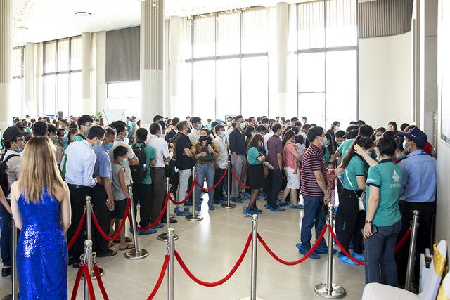 Hơn 1.000 khách hàng tham gia sự kiện khai trương Phòng Kinh doanh và căn hộ mẫu Bien Hoa Universe Complex - Ảnh 5.