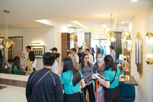 Hơn 1.000 khách hàng tham gia sự kiện khai trương Phòng Kinh doanh và căn hộ mẫu Bien Hoa Universe Complex - Ảnh 6.