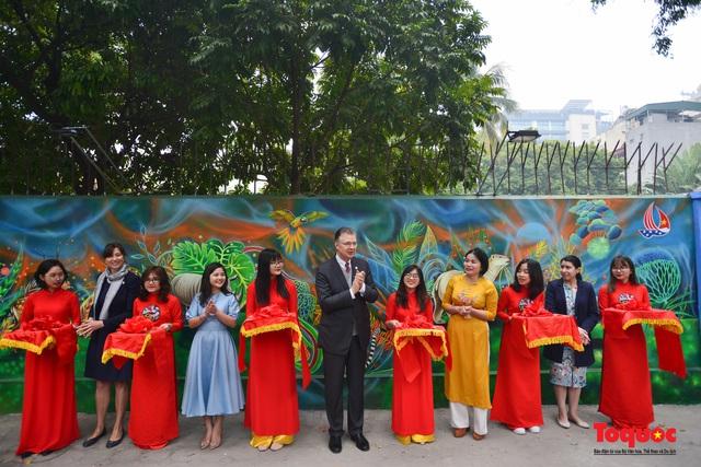 Khánh thành dự án tranh tường 'Môi trường sạch-Hành tinh xanh' tại Hà Nội - Ảnh 1.
