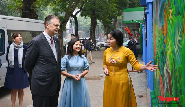 Khánh thành dự án tranh tường 'Môi trường sạch-Hành tinh xanh' tại Hà Nội - Ảnh 2.