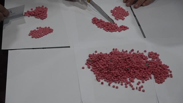 Lào Cai: Triệt phá chuyên án ma túy lớn thu giữ hơn 20.000 viên ma túy tổng hợp - Ảnh 3.