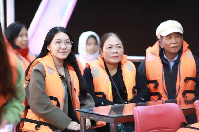 Du khách hào hứng trải nghiệm du thuyền miễn phí ngắm sông Hàn lung linh về đêm  - Ảnh 5.