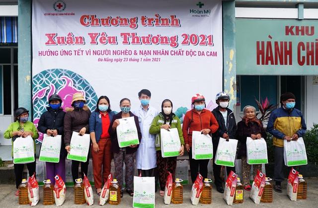 Khám chữa bệnh, phát thuốc và tặng quà cho người dân có hoàn cảnh khó khăn tại Đà Nẵng - Ảnh 2.