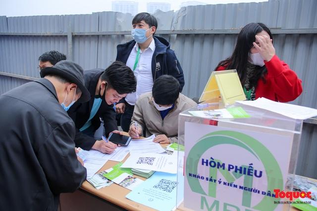 Người dân hào hững tham quan đoàn tàu metro Nhổn - ga Hà Nội - Ảnh 9.
