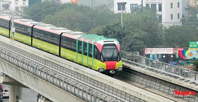Người dân hào hững tham quan đoàn tàu metro Nhổn - ga Hà Nội - Ảnh 17.