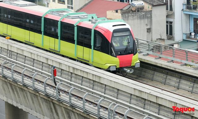 Người dân hào hững tham quan đoàn tàu metro Nhổn - ga Hà Nội - Ảnh 15.
