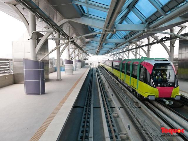 Người dân hào hững tham quan đoàn tàu metro Nhổn - ga Hà Nội - Ảnh 12.