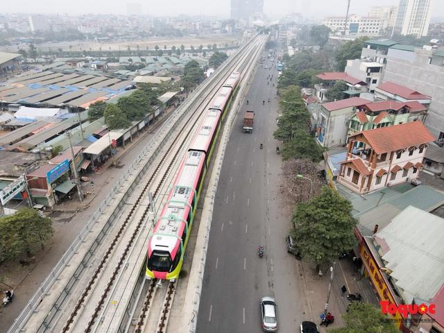 Người dân hào hững tham quan đoàn tàu metro Nhổn - ga Hà Nội - Ảnh 14.
