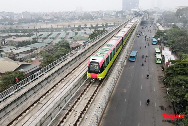 Người dân hào hững tham quan đoàn tàu metro Nhổn - ga Hà Nội - Ảnh 11.