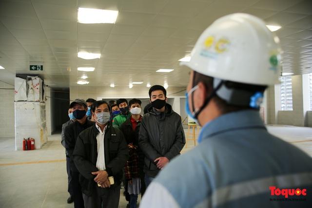 Người dân hào hững tham quan đoàn tàu metro Nhổn - ga Hà Nội - Ảnh 5.