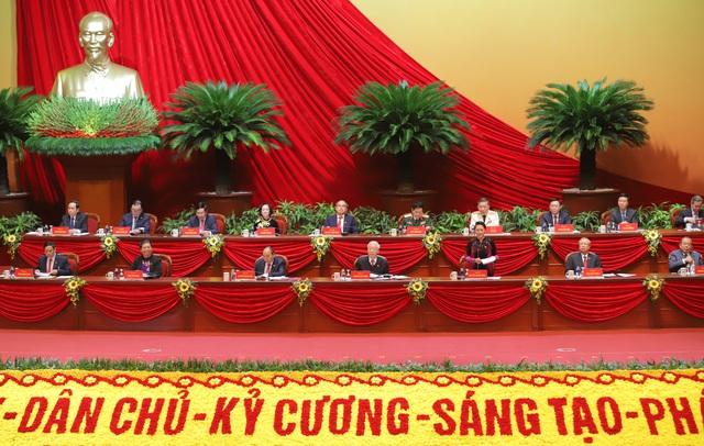 Bầu 17 Uỷ viên Bộ Chính trị và Chủ tịch MTTQVN vào Đoàn Chủ tịch Đại hội - Ảnh 1.