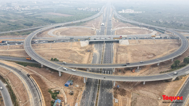Toàn cảnh nút giao Cổ Linh với cao tốc Hà Nội Hải Phòng hơn 400 tỷ trước ngày thông xe - Ảnh 14.