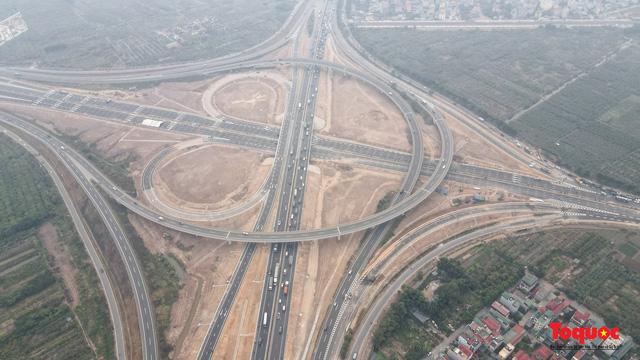 Toàn cảnh nút giao Cổ Linh với cao tốc Hà Nội Hải Phòng hơn 400 tỷ trước ngày thông xe - Ảnh 2.
