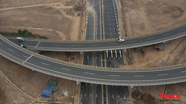Toàn cảnh nút giao Cổ Linh với cao tốc Hà Nội Hải Phòng hơn 400 tỷ trước ngày thông xe - Ảnh 6.