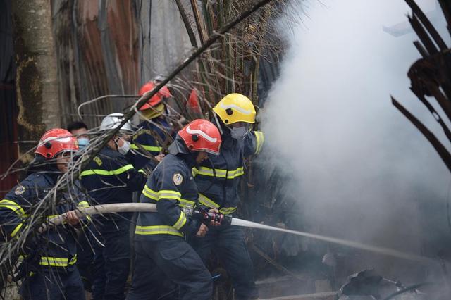 Cháy khu nhà lán trọ cạnh chung cư Xa La - Ảnh 2.
