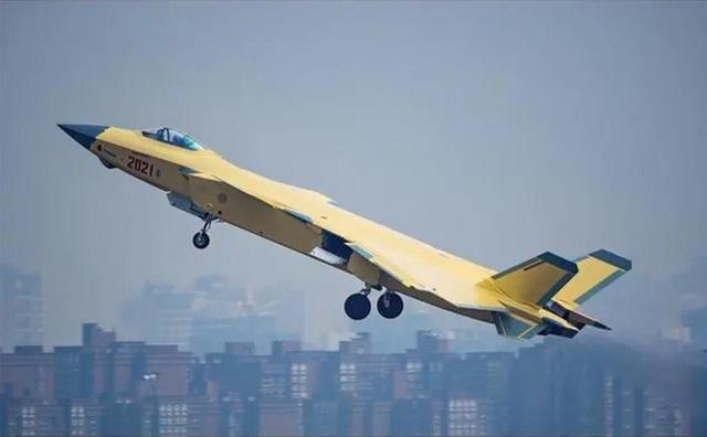 """Trung Quốc """"loay hoay"""" gạt bỏ động cơ Nga khỏi loạt phi cơ chiến đấu tàng hình J-20 - Ảnh 2."""