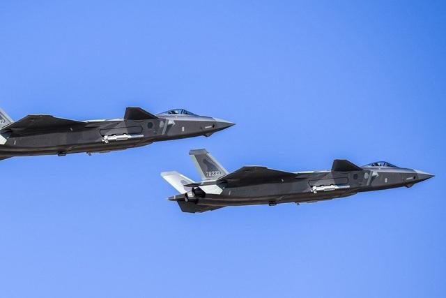 """Trung Quốc """"loay hoay"""" gạt bỏ động cơ Nga khỏi loạt phi cơ chiến đấu tàng hình J-20 - Ảnh 1."""