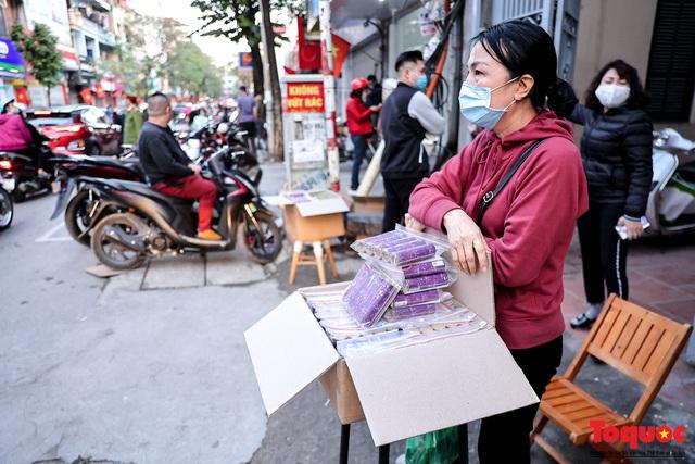 Người Hà Nội đổ xô đi mua pháo hoa về chơi Tết - Ảnh 14.