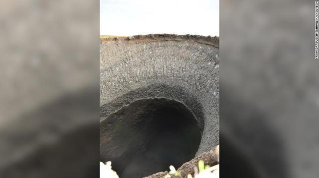 Tiết lộ bí mật hố rộng khổng lồ bất ngờ xuất hiện ở Siberia - Ảnh 1.