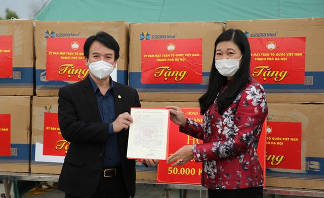 Hà Nội tặng Hải Dương 2 tỷ đồng và 50.000 khẩu trang y tế để chống dịch  - Ảnh 1.