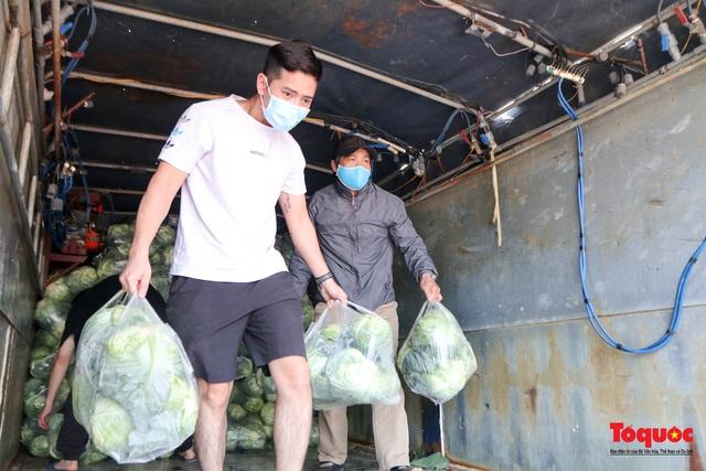 Hàng chục tấn nông sản đến từ Hải Dương được giải cứu trong vòng 15 phút - Ảnh 13.