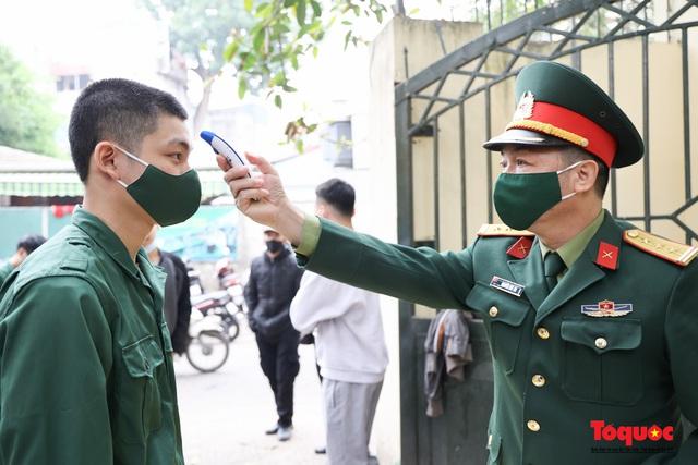 Hà Nội tiến hành xét nghiệm SARS-CoV-2 cho tân binh chuẩn bị nhập ngũ - Ảnh 2.