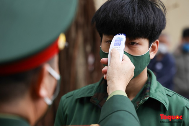 Hà Nội tiến hành xét nghiệm SARS-CoV-2 cho tân binh chuẩn bị nhập ngũ - Ảnh 3.