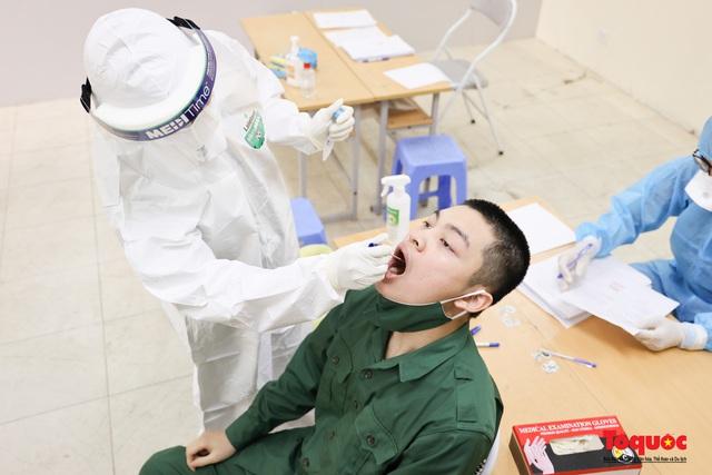 Hà Nội tiến hành xét nghiệm SARS-CoV-2 cho tân binh chuẩn bị nhập ngũ - Ảnh 8.