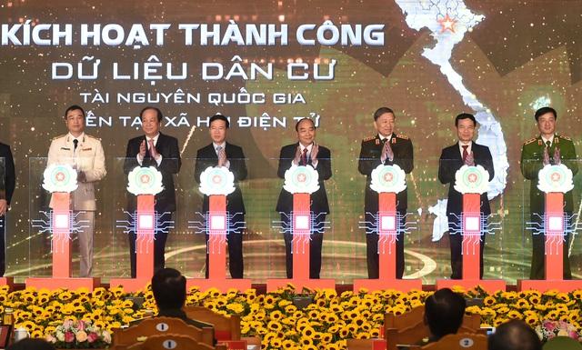 Thủ tướng: Việc hoàn thành 2 hệ thống dữ liệu về dân cư thể hiện nỗ lực mạnh mẽ của cả Chính phủ - Ảnh 1.