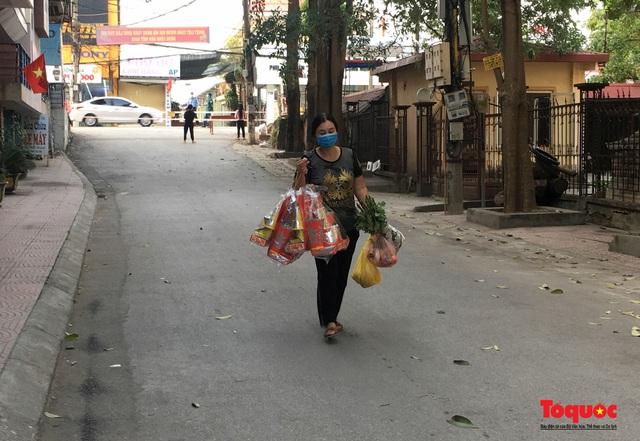 Hòa Bình: Người dân trong khu cách ly chuẩn bị lễ ông Công ông Táo - Ảnh 3.