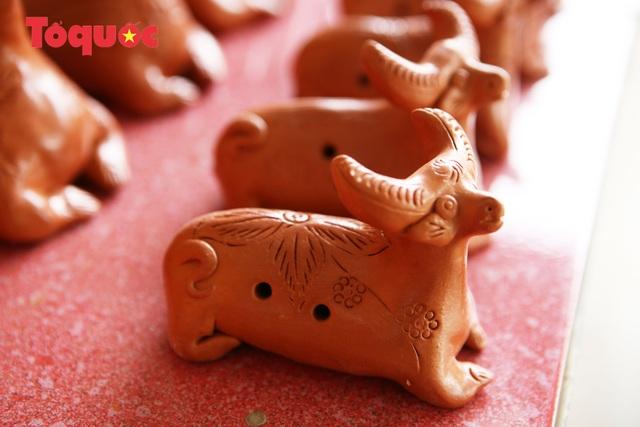 Tết Tân Sửu, về làng gốm hơn 500 tuổi xem nghệ nhân nặn tượng trâu đất - Ảnh 11.