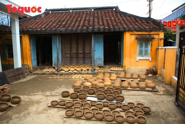 Tết Tân Sửu, về làng gốm hơn 500 tuổi xem nghệ nhân nặn tượng trâu đất - Ảnh 4.