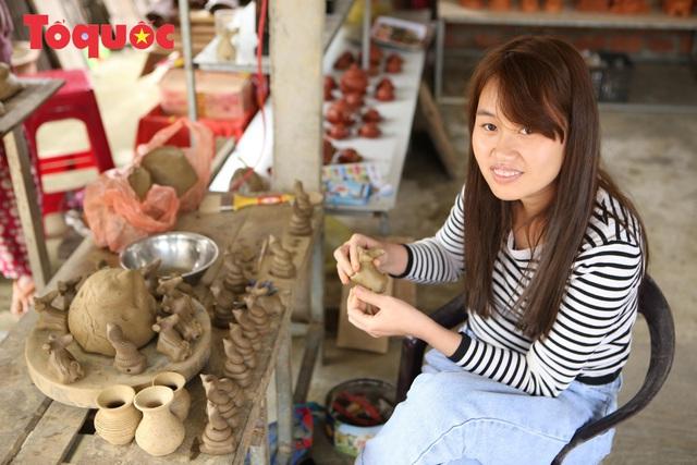 Tết Tân Sửu, về làng gốm hơn 500 tuổi xem nghệ nhân nặn tượng trâu đất - Ảnh 6.