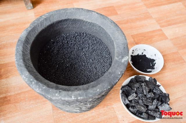 Bánh chưng đen - linh hồn ẩm thực ngày Tết của đồng bào Tày  - Ảnh 3.