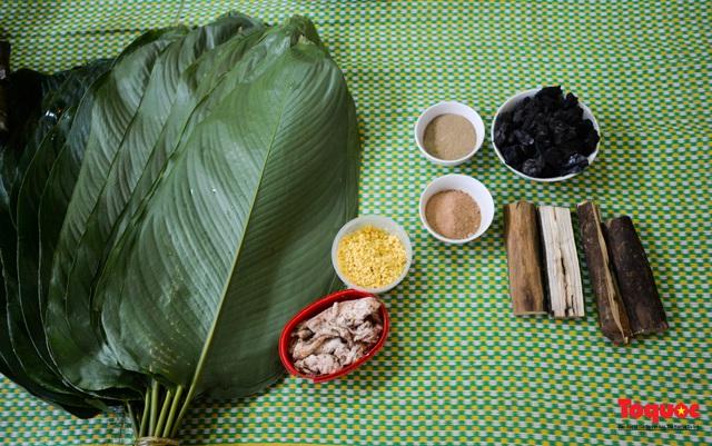 Bánh chưng đen - linh hồn ẩm thực ngày Tết của đồng bào Tày  - Ảnh 2.