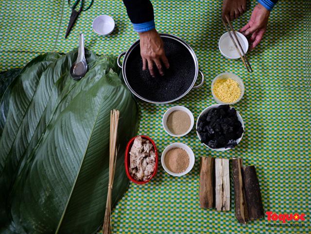 Bánh chưng đen - linh hồn ẩm thực ngày Tết của đồng bào Tày  - Ảnh 7.
