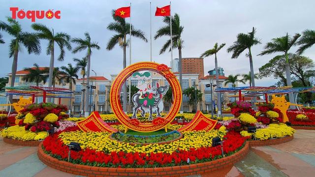 Rực rỡ đường hoa xuân Đà Nẵng  - Ảnh 1.