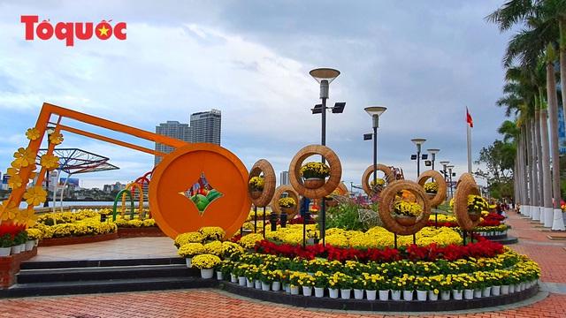 Rực rỡ đường hoa xuân Đà Nẵng  - Ảnh 2.
