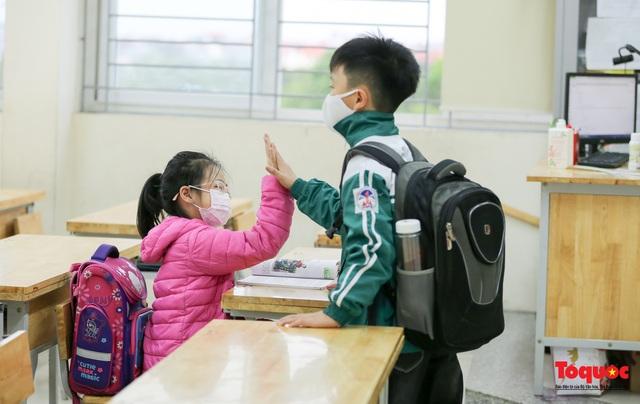 Ngày đầu trở lại trường của học sinh Tiểu Học Xuân Phương - Ảnh 12.