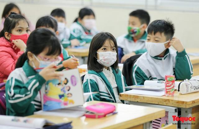 Ngày đầu trở lại trường của học sinh Tiểu Học Xuân Phương - Ảnh 15.