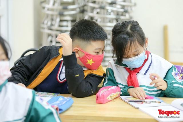 Ngày đầu trở lại trường của học sinh Tiểu Học Xuân Phương - Ảnh 14.