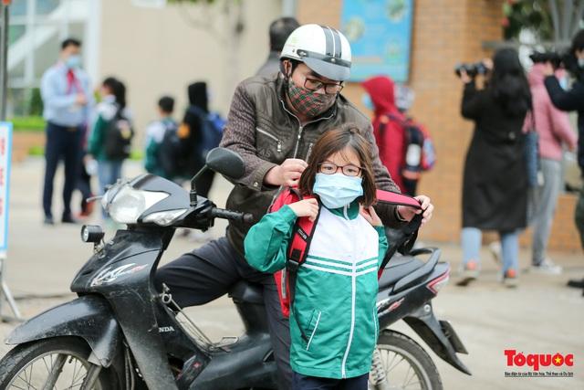 Ngày đầu trở lại trường của học sinh Tiểu Học Xuân Phương - Ảnh 3.
