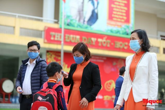 Ngày đầu trở lại trường của học sinh Tiểu Học Xuân Phương - Ảnh 5.
