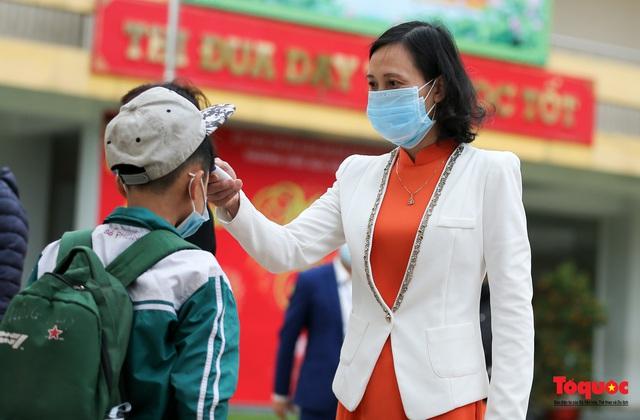 Ngày đầu trở lại trường của học sinh Tiểu Học Xuân Phương - Ảnh 7.