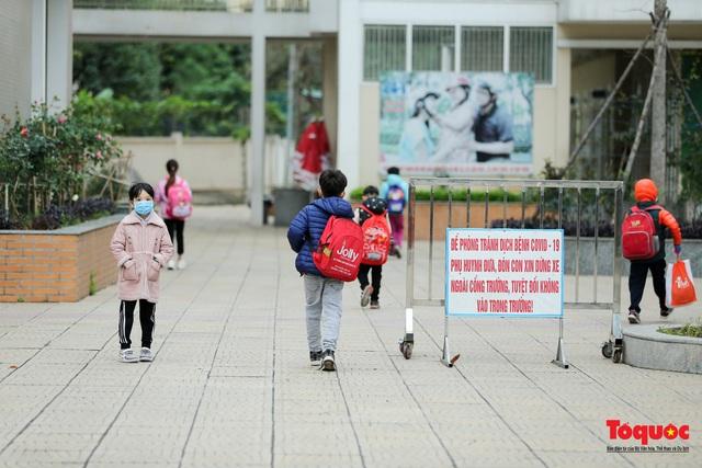 Ngày đầu trở lại trường của học sinh Tiểu Học Xuân Phương - Ảnh 16.